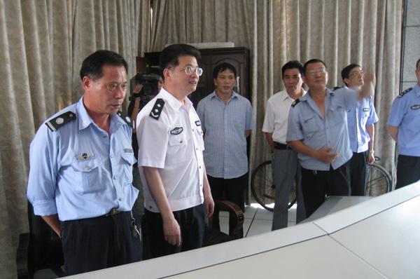绍兴市公安局长王海仁来市场走访检查图片 119499 600x398